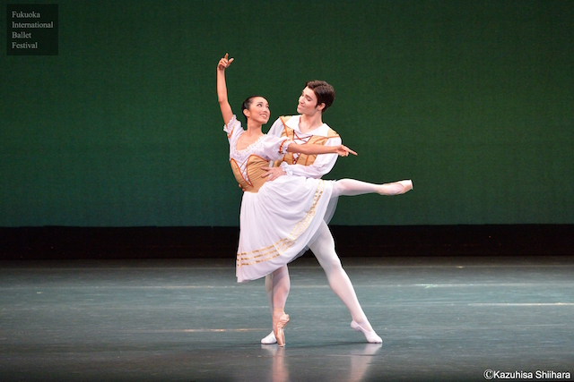 The beautiful Machi Muto sparkles on-stage as her and husband Frank van Tongeren perform the grand pas de deux from Coppélia.