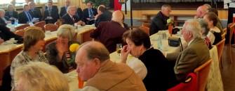 """Zahlreiche Zuhörer hatten sich im festlich geschmückten Saal """"Johannesberg"""" eingefunden"""