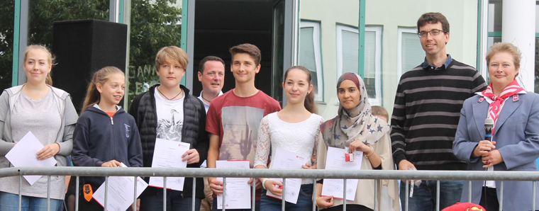 "19 Schulsanitäter an der Mittelpunktschule ""Hohe Rhön"" in Hilders ... | {Schulsanitäter ausweis 61}"