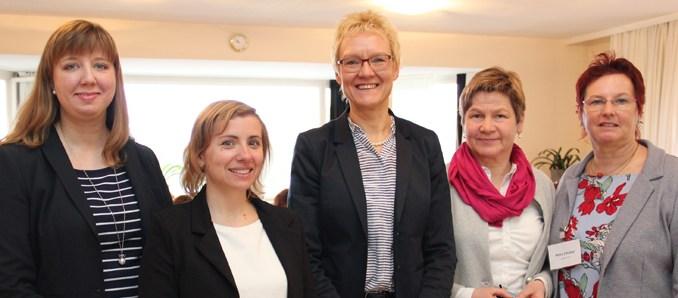 Bildunterschrift: Bei der Tagung im Wiesenhaus (von links): Kristin Rützel, Manuela Bienert, Lorella Liebenau-Strube, Karin Maria Günther und Petra Schütze. Foto: L. Rehnert