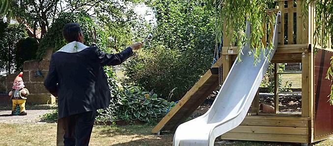 Kleine Helden In Hünfeld Erhielten Spielgerüst Für Den Garten