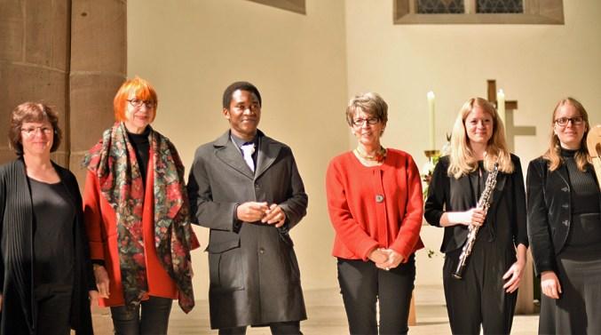 Brigitte Lamohr, Jutta Sporer, Louis Annicet Ebila Ebila, Silvia Hillenbrand, Silke Augustinski, Anne-Maria Frankenberger (v.l.)