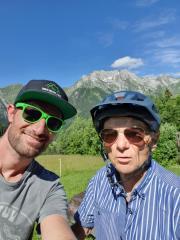vélo-vtt-électrique-balade Manigod-la-clusaz-georges-jérémie-77ans
