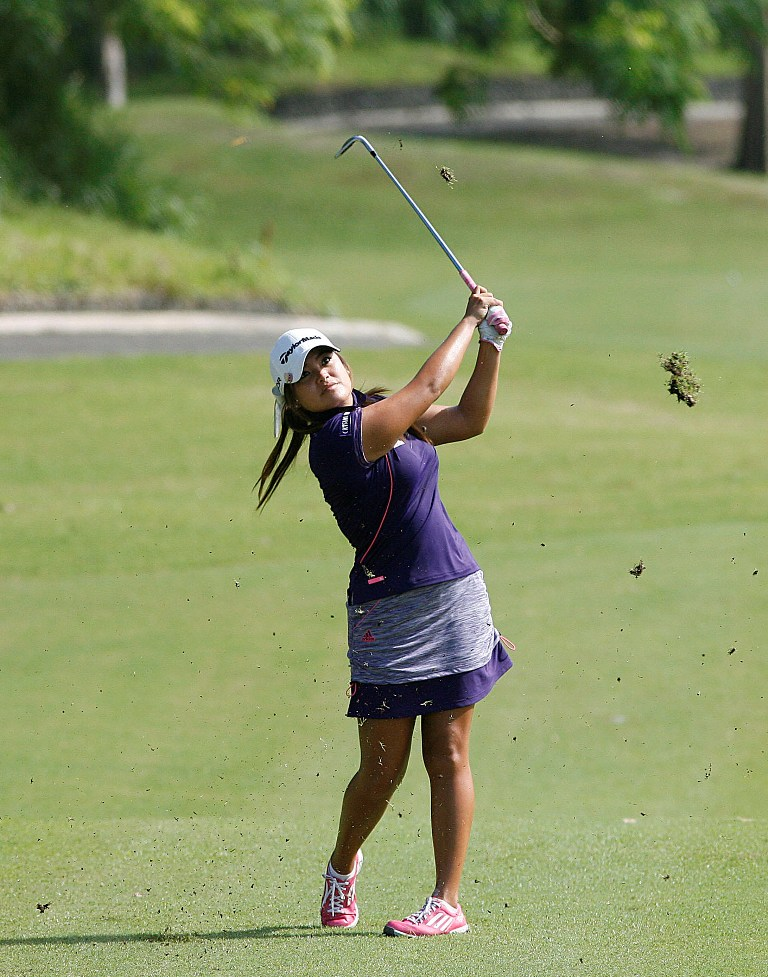 Thailand's Amolkan Phalajivin trails the leaders by one stroke.