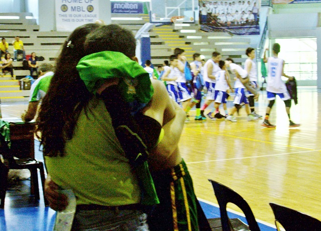 A mother hugs her dejected son of Team Visayas (University of San Carlos) after the squad once again lost the elementary basketball title to Team Mindanao (Xavier University School), 39-48.