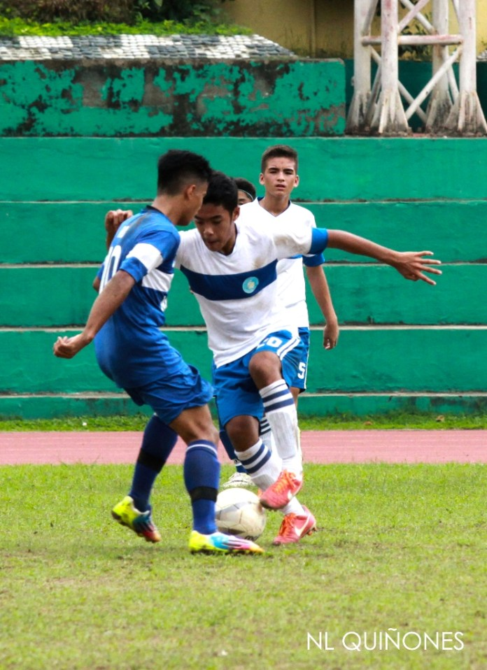 Bertram Musni of SHS-AdC tries to get past Roa of DBTC. (Photo by Nimrod NL Quiñones)