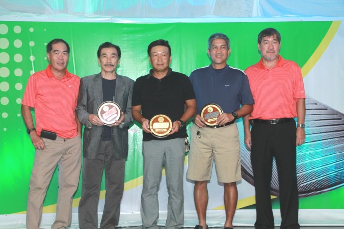 Koji Yonezawa (center) topped class C and he is flanked by 2nd runner-up Yasu Hasu and 1st runner-up Allan Osorio.