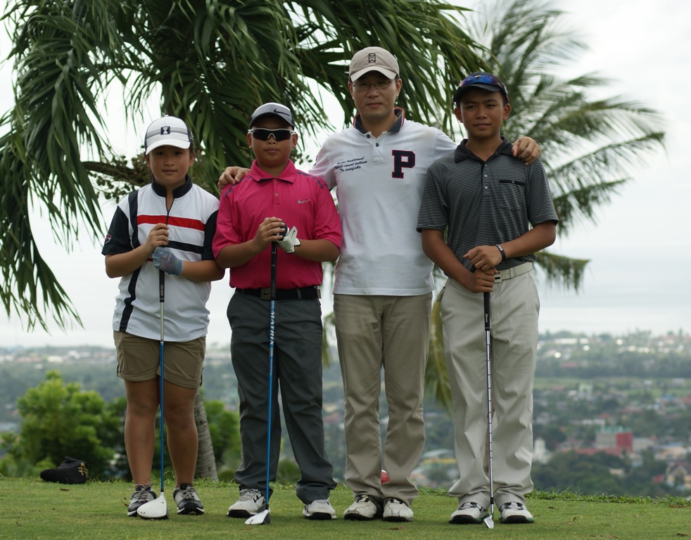 The Gao siblings -- Weiwei (extreme right), Weifang (extreme left) and Weiyu (second from left) are seeing action in the 20th WWWExpress-DHL RVF Cup Amateur Golf Championship at the Canlubang Golf and Country Club in Laguna.