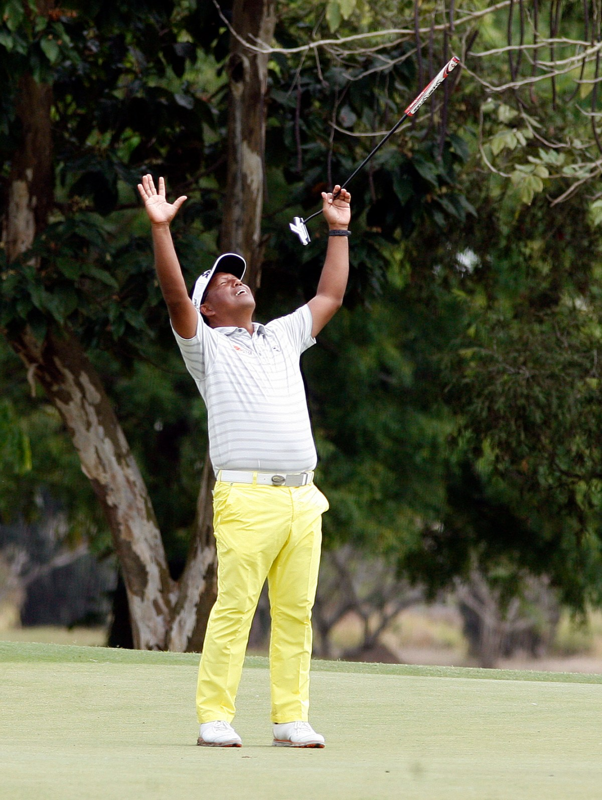 No, Tony Lascuña isn't celebrating his victory yet but only reacting to a flubbed birdie putt on No. 6 after going five-under after five holes in the final round of the ICTSI Luisita Championship.