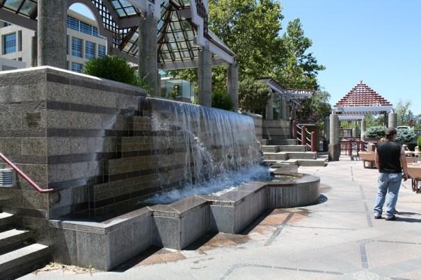 Dramatic center fountain.