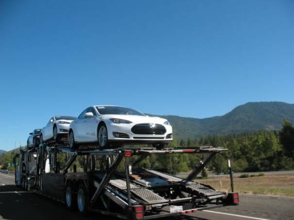 A load of Tesla's.