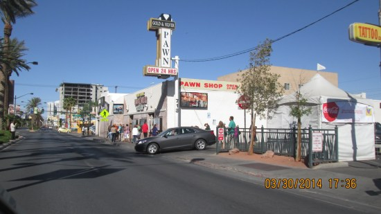 Drove by the Pawn Stars, not too busy today.