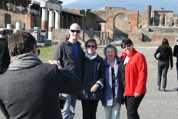 Sasha is the photographer, Paul, his mom Marie, Marion and her daughter Jean.