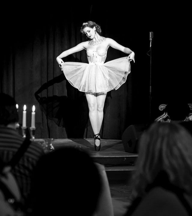 Burlesque at Full Up Club Florence