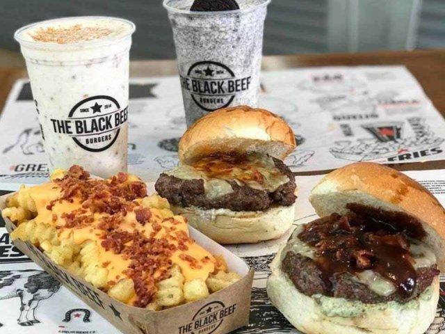 Hambúrguer, batata e milk shake Black Beef