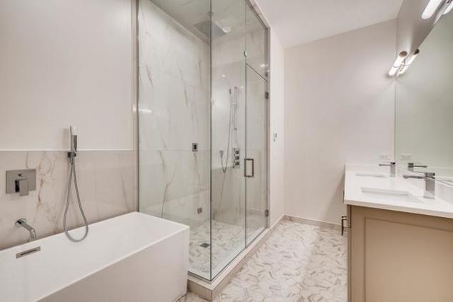 P_1587486029123_1504_W_Walton_St_1_Chicago_IL_large_006_005_Master_Bathroom_1500x1000_72dpi