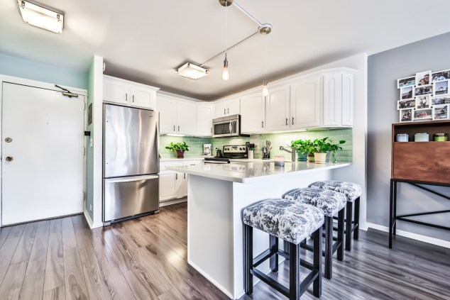HD_1593672087709_806_kitchen_with_barstools