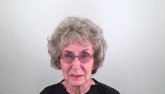 2 Μήνες μετά το θάνατο του συζύγου της αυτή η 76χρονη αλλάζει εντελώς την εμφάνισή της για να κάνει μια νέα αρχή. Δείτε ΠΩΣ έγινε!