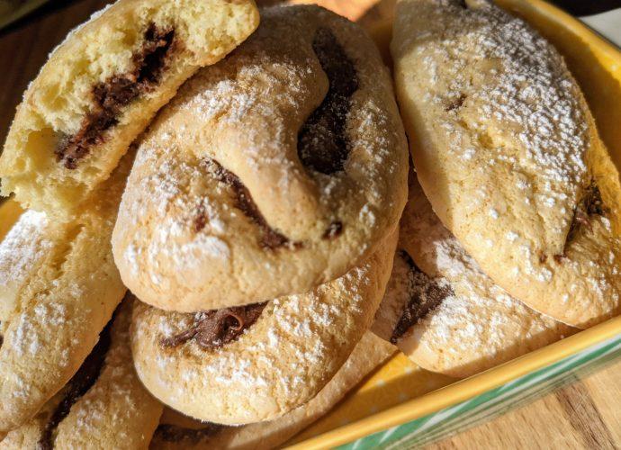 Biscotti morbidi ripieni Nutella