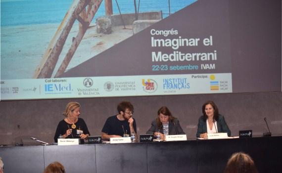 Lola Bañon, directora de la FACM durante su ponencia en e congreso.