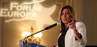 Susana Díaz de gris