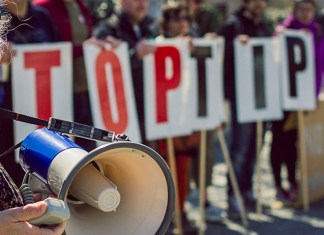 Manifestación contra el tratado de comercio TTIP en Bristol en 2015. Foto: Global Justice Now (CC BY 2.0)