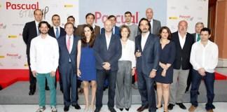 Finalistas de la 1ª edición de los premios Pascual Startup con Isabel García-Tejerina y Tomás Pascual.