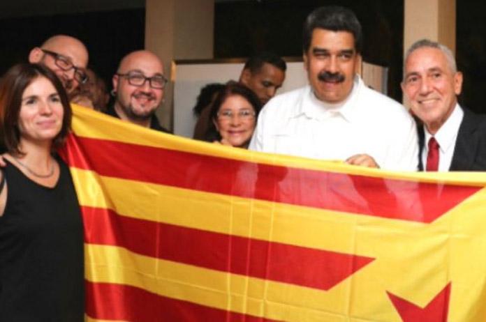 Nicolás Maduro con una estelada