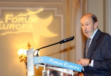 Alfredo Rubalcaba presentando a Javier Fernández en el Fórum Europa