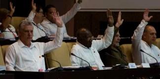 Nueva Constitución de Cuba y comunismo . El mismo perro aunque con un collar más vistoso