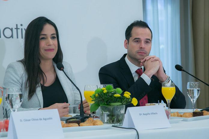 Desayuno Executive Fórum, Jueves 4 de abril. En un hotel, Begoña Villacís e Ignacio Aguado.