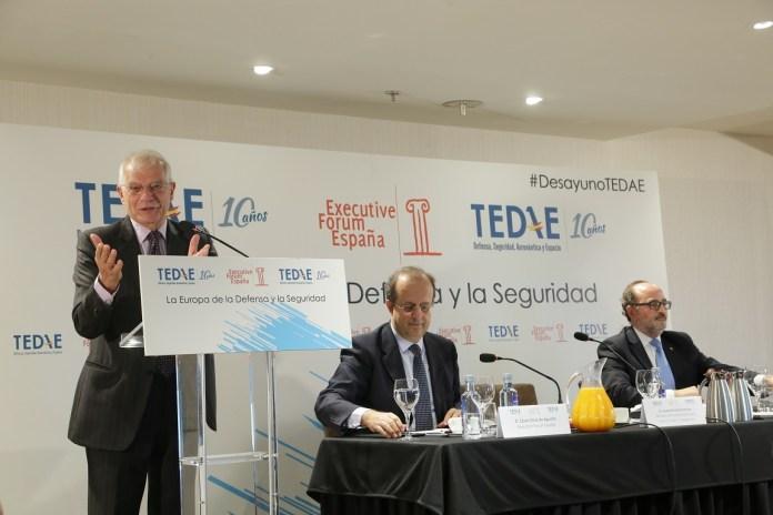 Desayuno TEDAE con Josep Borrell.