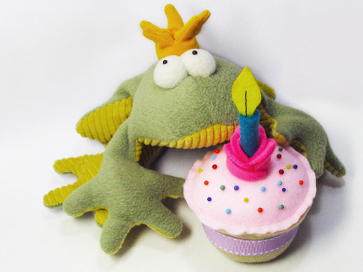 (Free!) Birthday Cup Cake pattern from Funky Friends Factory