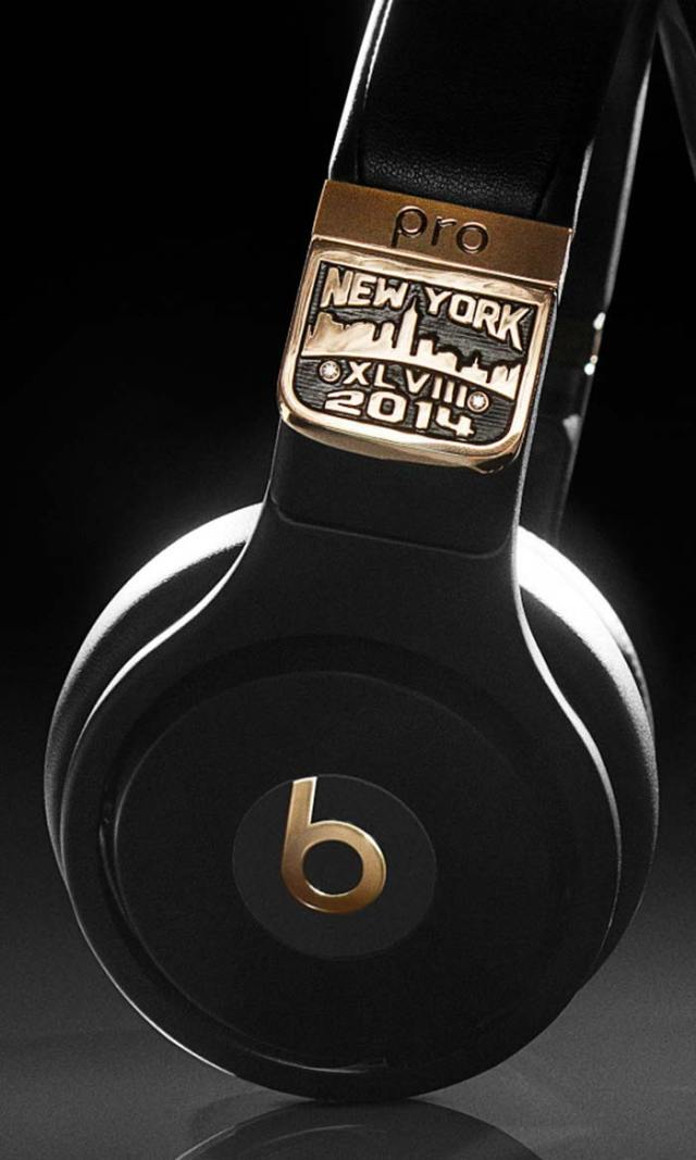 graff-diamonds-x-beats-by-dr-dre-pro-headphones-super-bowl-XLVIII-6-FSMdotCOM