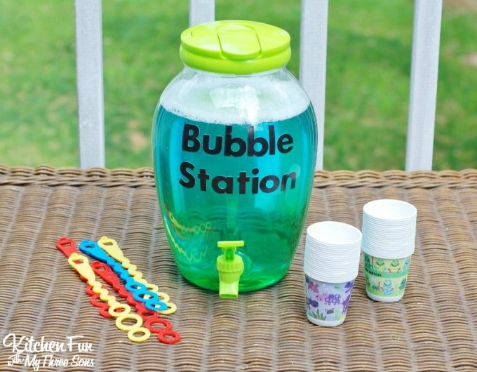 Simple backyard party idea, plus really great ideas for fun DIY backyard party games to try.