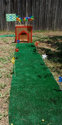 Super simple way to make your own backyard mini golf course, plus really great ideas for fun DIY backyard party games to try.