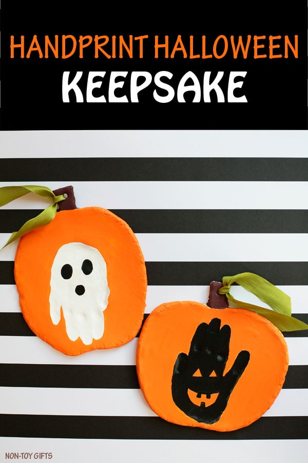 These kids Fall handprint crafts are so cute. Definitely want to make one of these crafts this year.