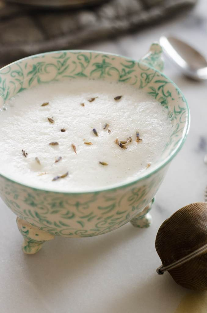 See how to make a delicious London Fog (Earl Grey Tea Latte) at home.