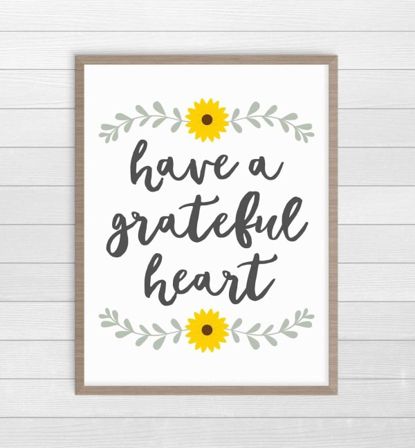 Have a Grateful Heart free printable download farmhouse Thanksgiving decor. #FarmhouseDecor #ThanksgivingDecor #FreePrintables
