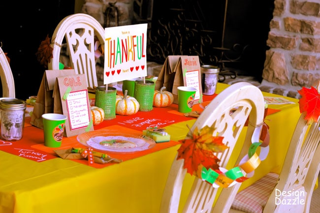 Lots of kids table decor and printables here. Kids will be begging to sit at this bright, colorful Thanksgiving kids table.
