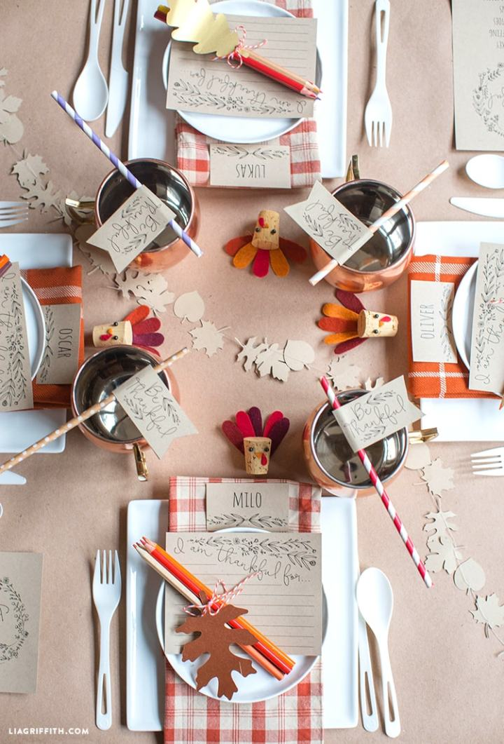This Thanksgiving kids table is absolutely beautiful and sure to please. Click over for more kids table ideas.