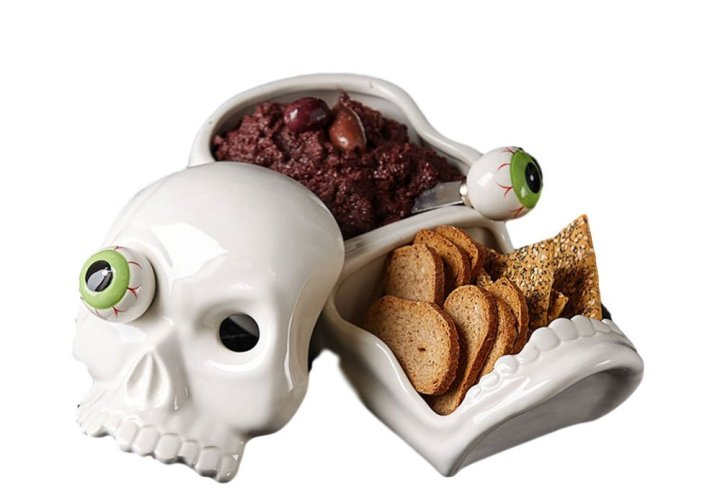 this skull serving tray is perfect for my Halloween party