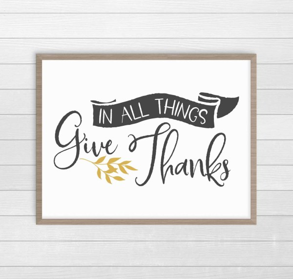 In All Things Give Thanks print in modern farmhouse style. Gorgeous Thanksgiving decor. #ThanksgivingDecor #FreePrintables #FarmhouseDecor