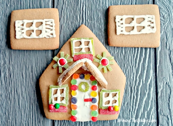 Learn how to easily make beautiful gingerbread houses with these tips and ideas.