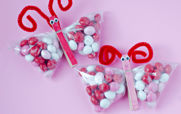 Easy butterfly Valentine's Day treat for kids. Great for classroom parties.