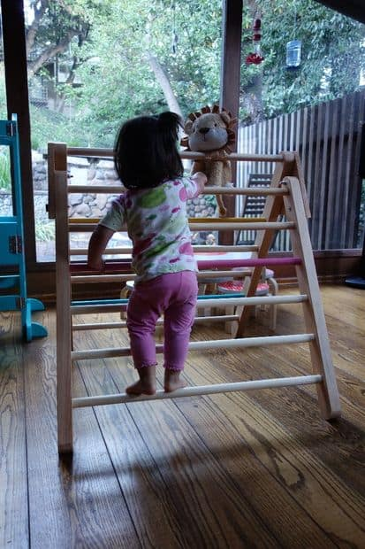 Beautiful DIY toddler climbing frame (Pinkler triangle) with full instructions via Instructables. #toddleractivities #toddlerclimbingstructure #DIY