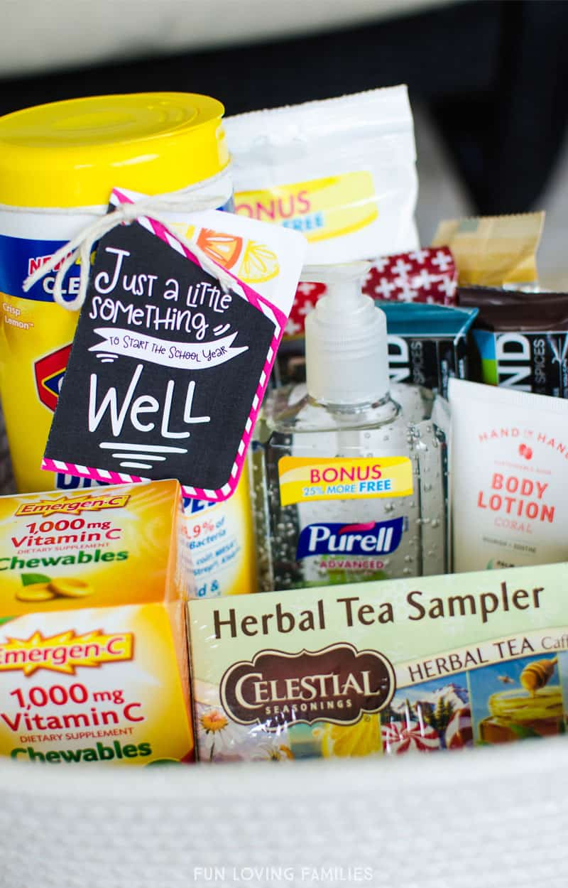 Make a teacher survival kit that your new teacher will love, and will keep the teacher feeling well all day long! #firstdayofschool #teachergift #teachersurvivalkit