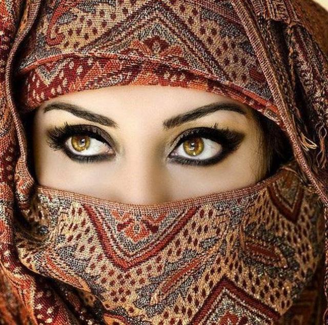 beautiful-eyes-in-veil- (1)