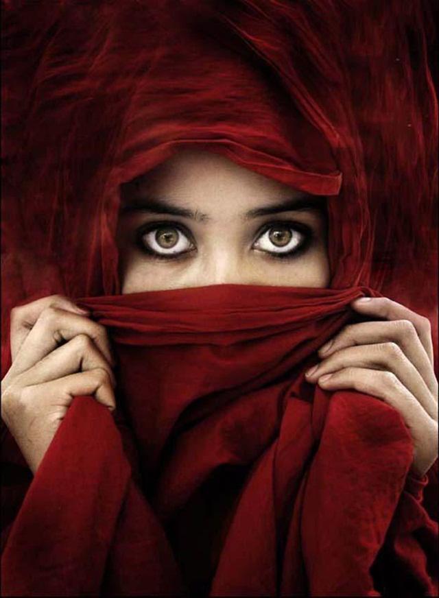beautiful-eyes-in-veil- (7)