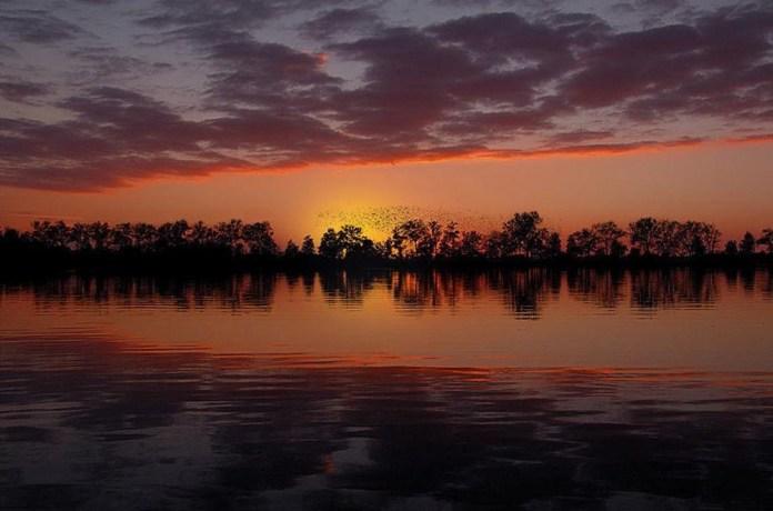 beautiful-natural-lakes-26-photos- (24)